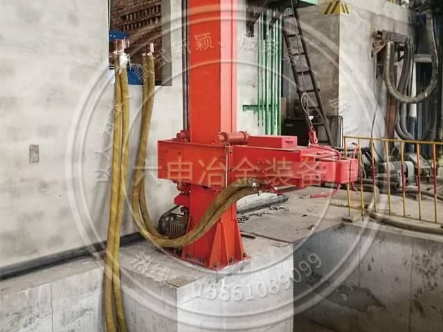 Single arm electroslag furnace