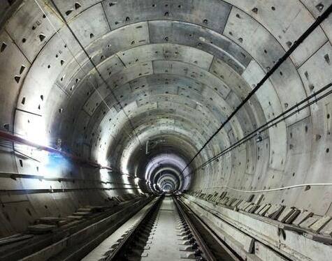 隧道堵漏施工过程中分析底板内力的两种方法